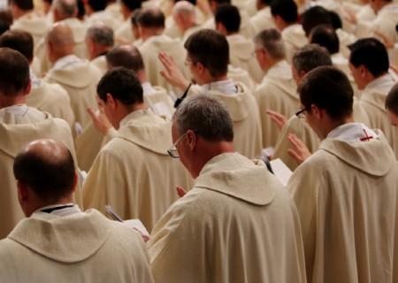 Papa ordena 9 novos sacerdotes em Roma, entre eles um brasileiro