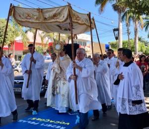 Paróquia São Pedro celebra Corpus Christi