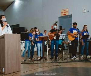 Pastoral Vocacional lendo mensagem ao Pe. Jackson Fontana Oliveira